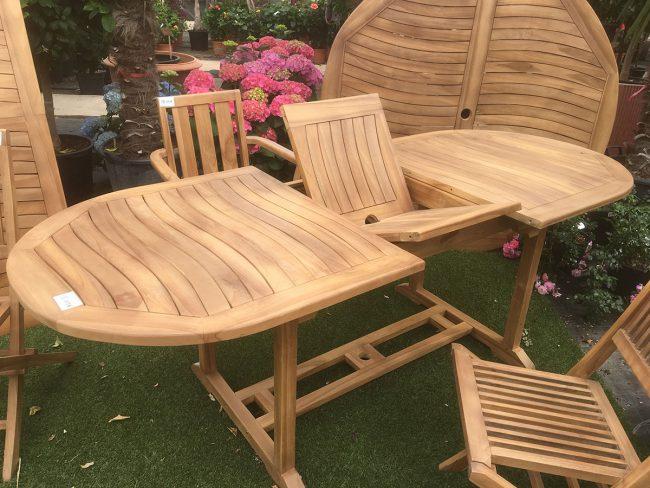 Table et chaises en teck DEWI décoration mobilier de jardin Sanary